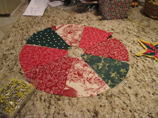 Mini Christmas Quilted Tree Skirt Tutorial